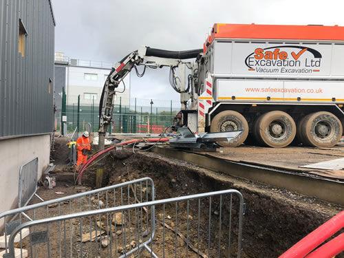 How does vacuum excavation work